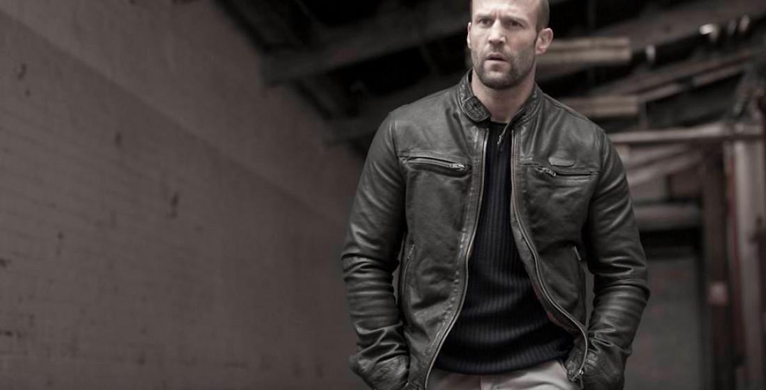 Даже Стейтем иногда утепляется. В кожаную куртку, конечно.