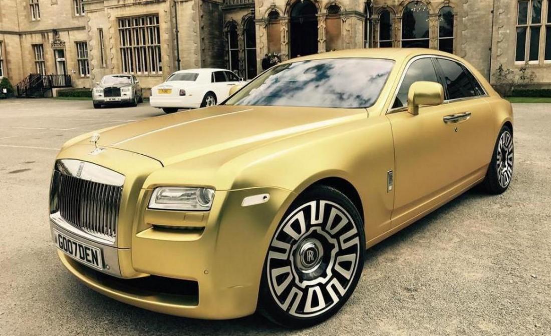 Золотой Rolls-Royce Ghost. Продается. Цена — 16 биткоинов
