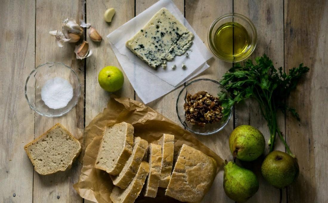 Бутерброд с голубым сыром. Здоровое решение для здорового начала дня