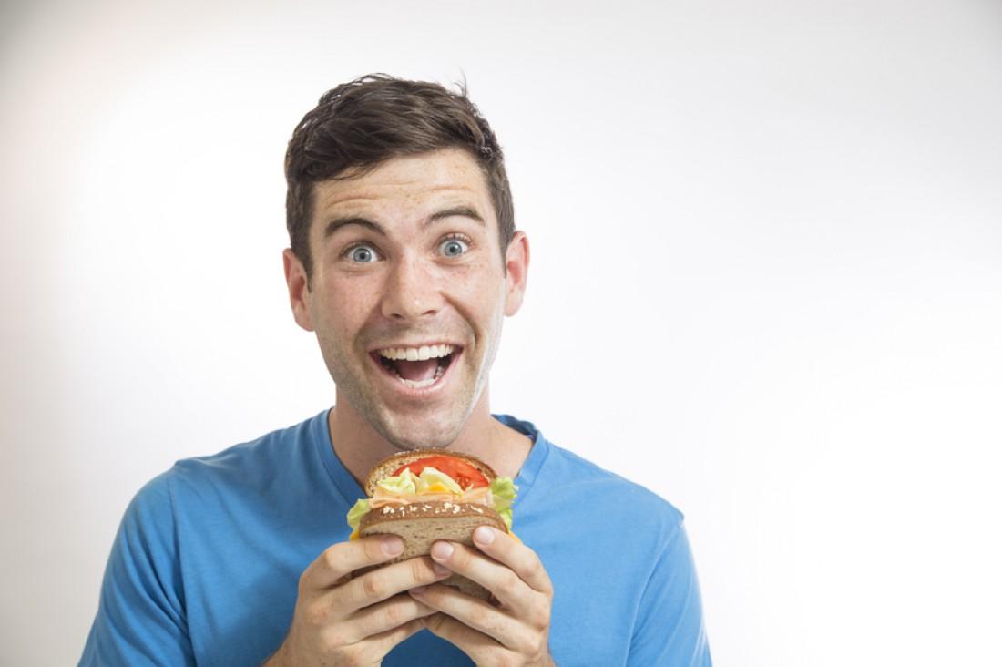 Голод не сделает тебя здоровее. Лопай и дальше любимую пищу