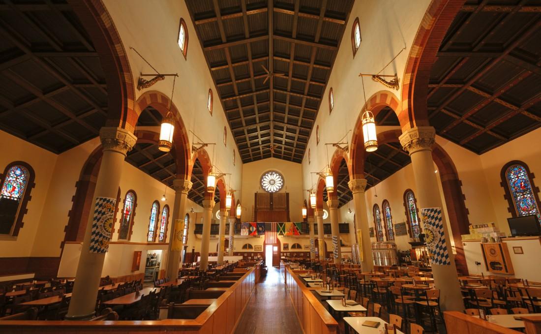 The Church Brew Works — римско-католическая церковь, которую сегодня превратили в ресторан