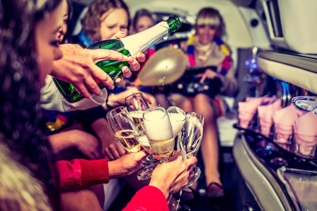 Бокал шампанского помогает находить общий язык с представительницами слабого пола