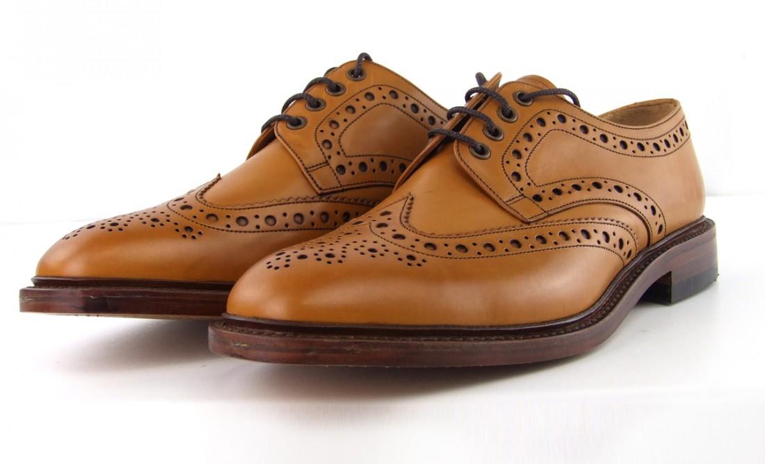 Броги — мужские туфли с дырочками