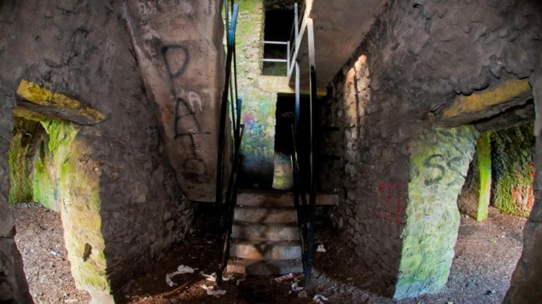 Дом на холме Монтпилиер изнутри. Обитель призраков и бродяг