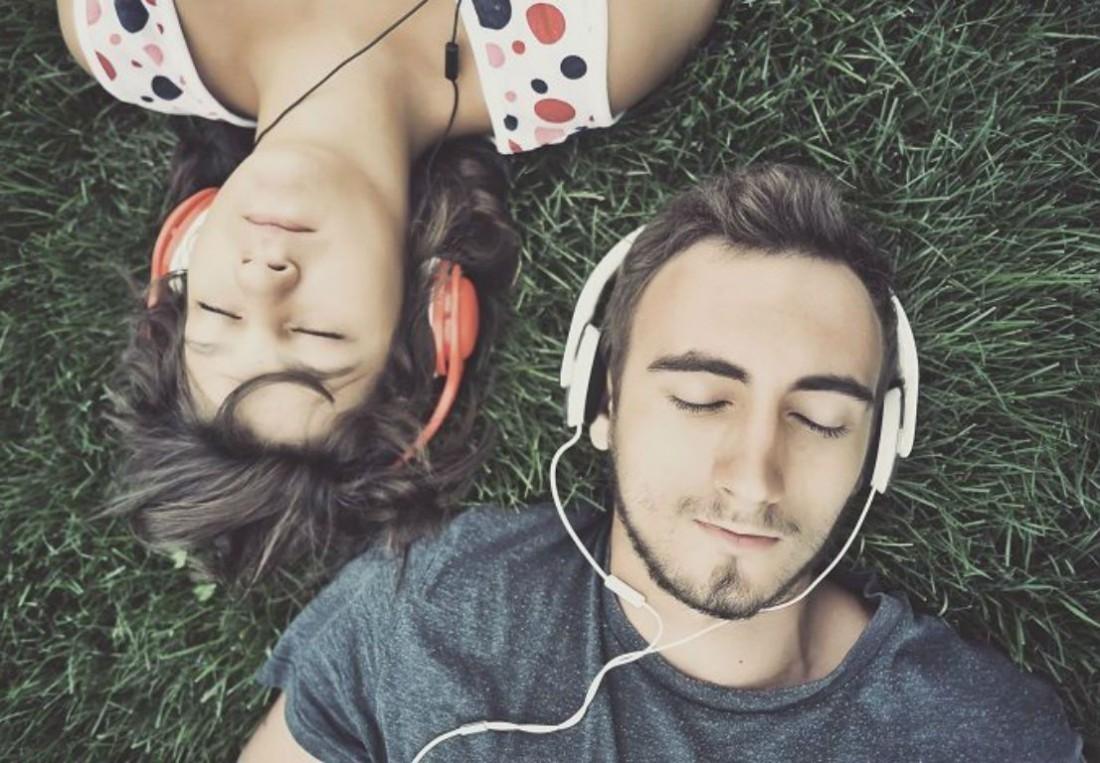 Женщинам главное — не что слушать, а с кем