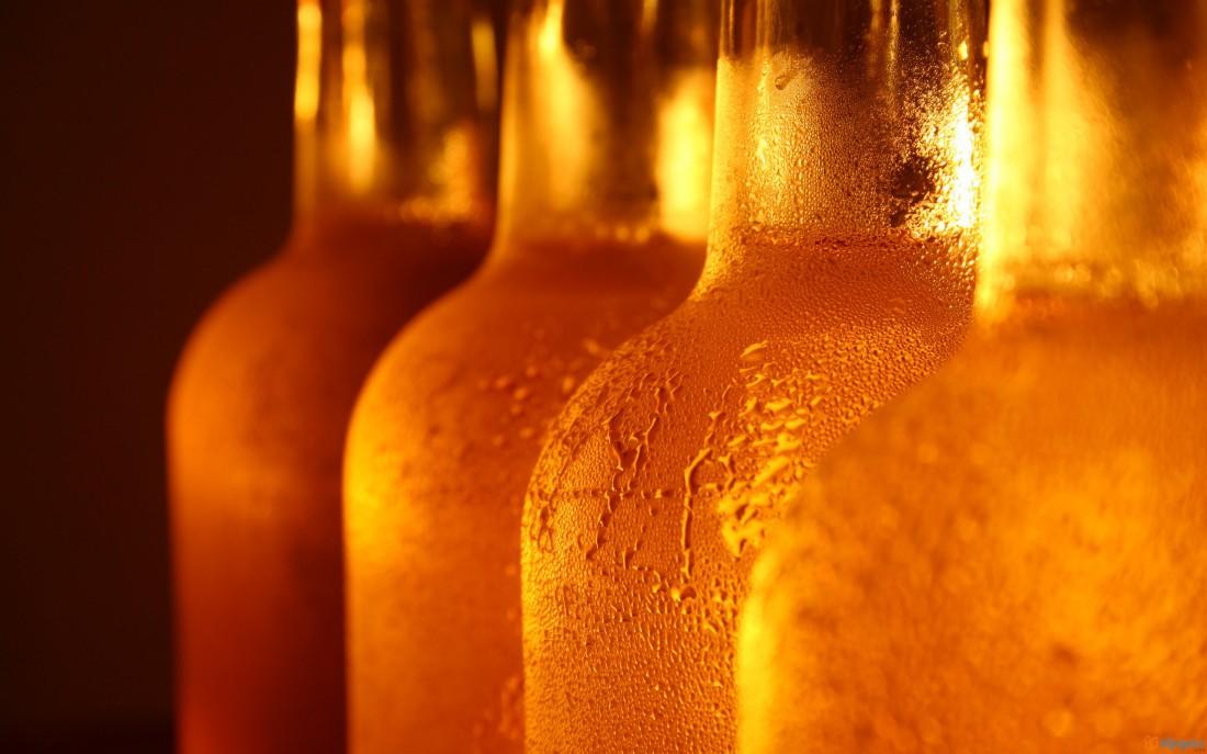 Лучший способ освежиться в жару — выпить охлажденного белого пива