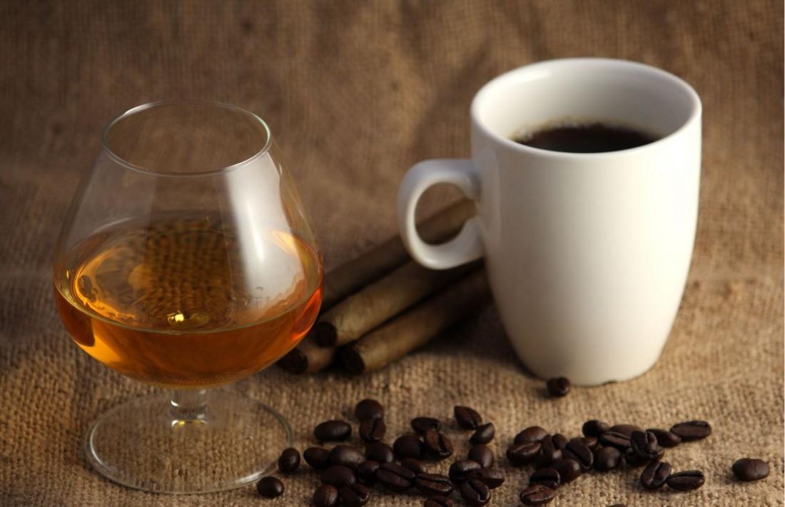 Если лень кофе с ромом готовить по рецепту, всегда можно их пить врознь
