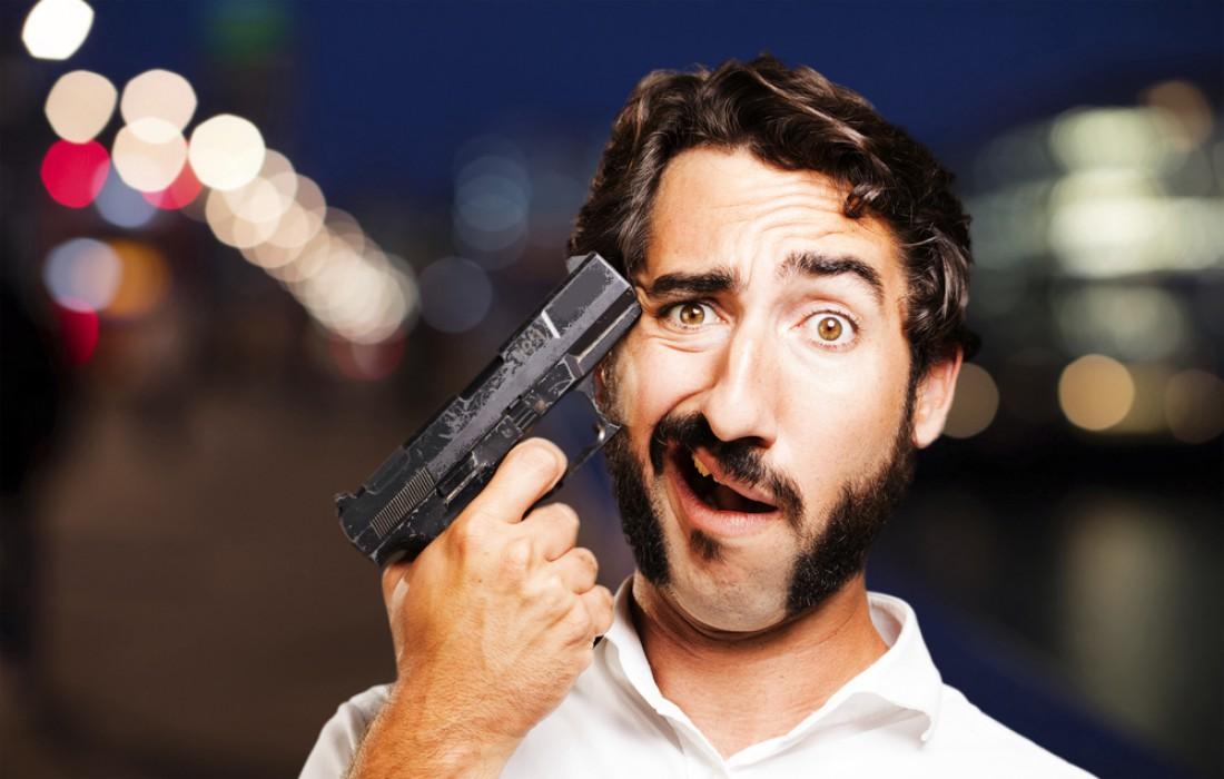 Достал пистолет — стреляй. Или не доставай