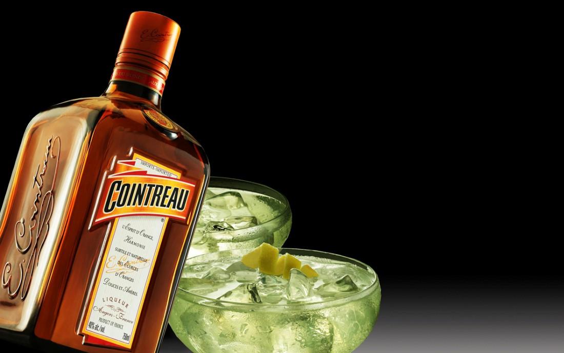 Хочешь вкусно и надежно напоить подружку? Побалуй ее алкогольным коктейлем на основе Куантро