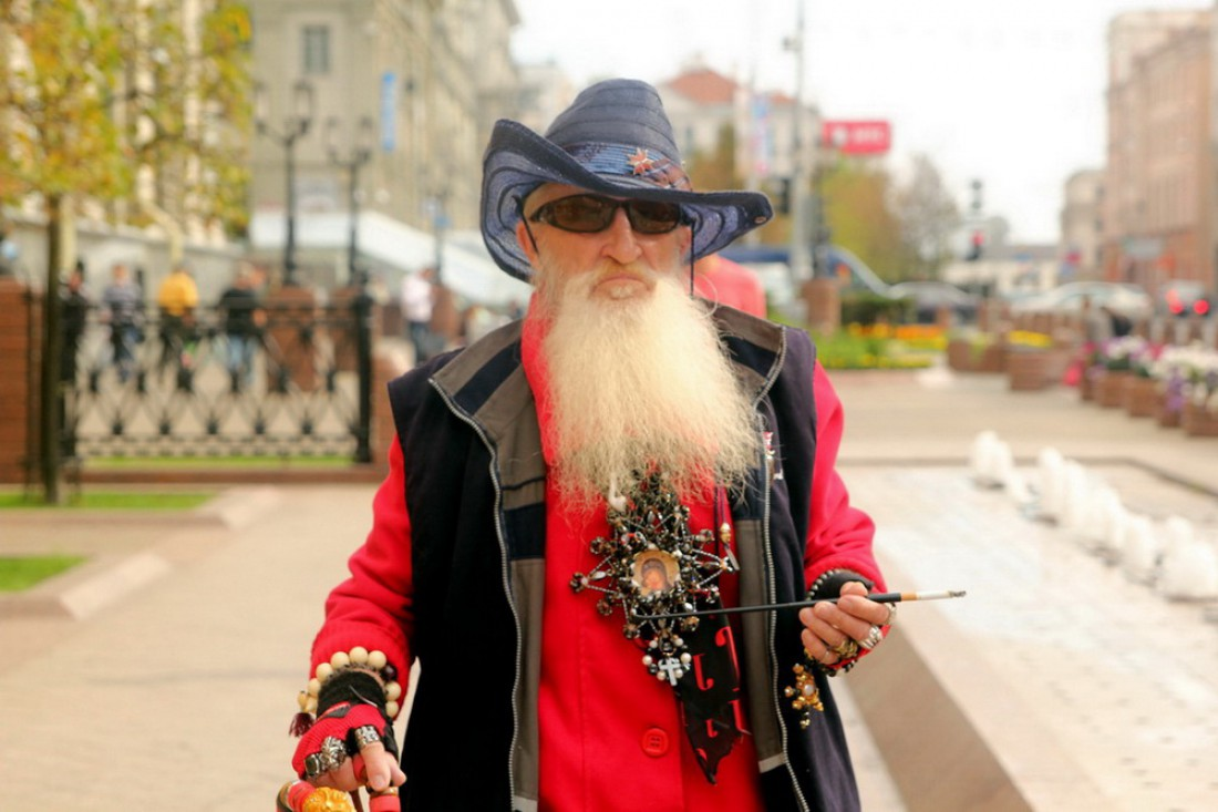 Дед Казимир — крутой диджей в стильном прикиде