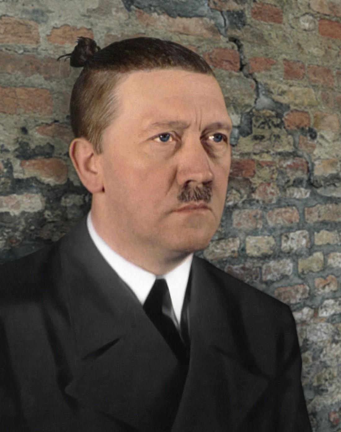 Адольф Гитлер — основоположник и центральная фигура национал-социализма, основатель тоталитарной диктатуры Третьего рейха, вождь Национал-социалистической немецкой рабочей партии, рейхсканцлер Германии