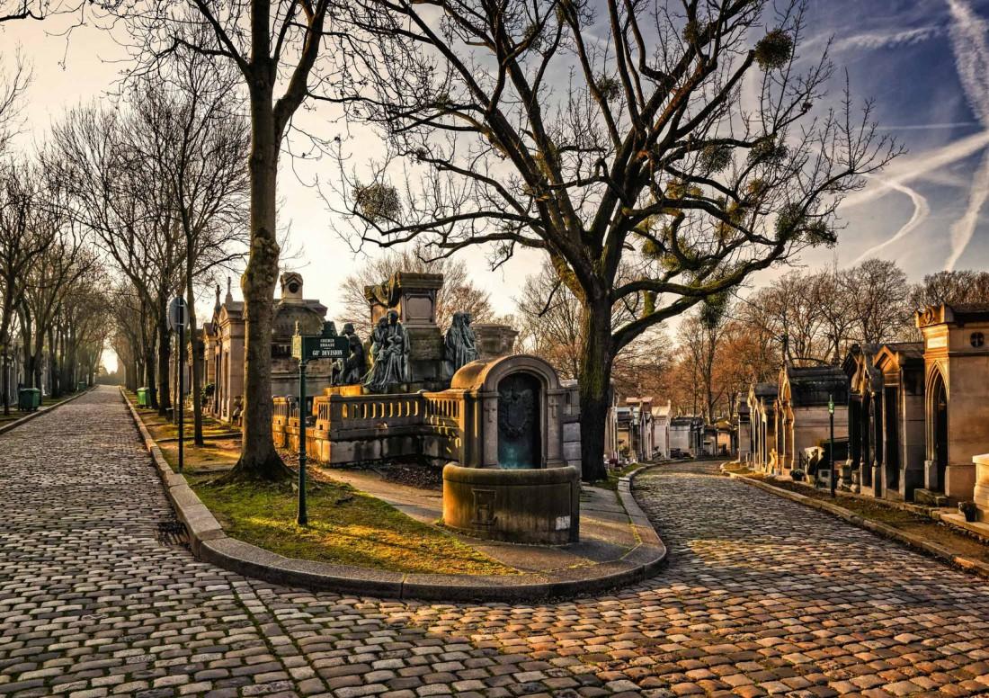 Пер-Лашез, Париж, Франция. Одно из самых посещаемых кладбищ планеты