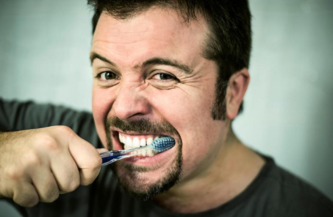 Не скреби — повредишь зубную эмаль