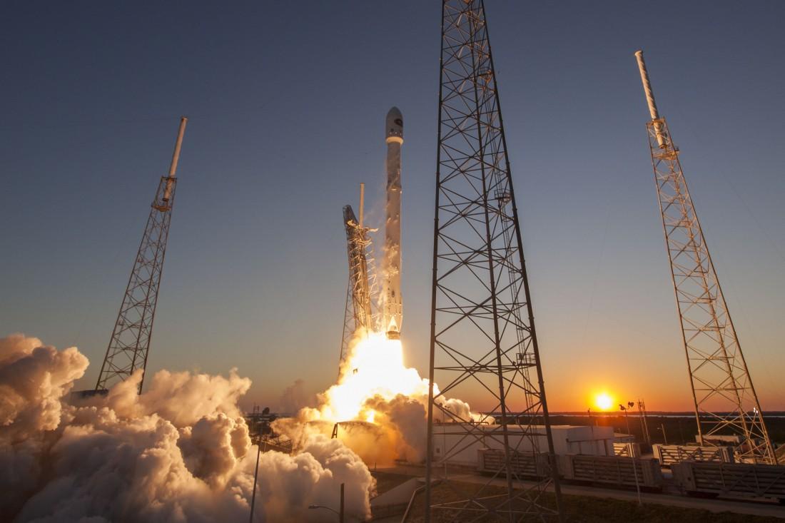 Взлет ракеты Falcon 9