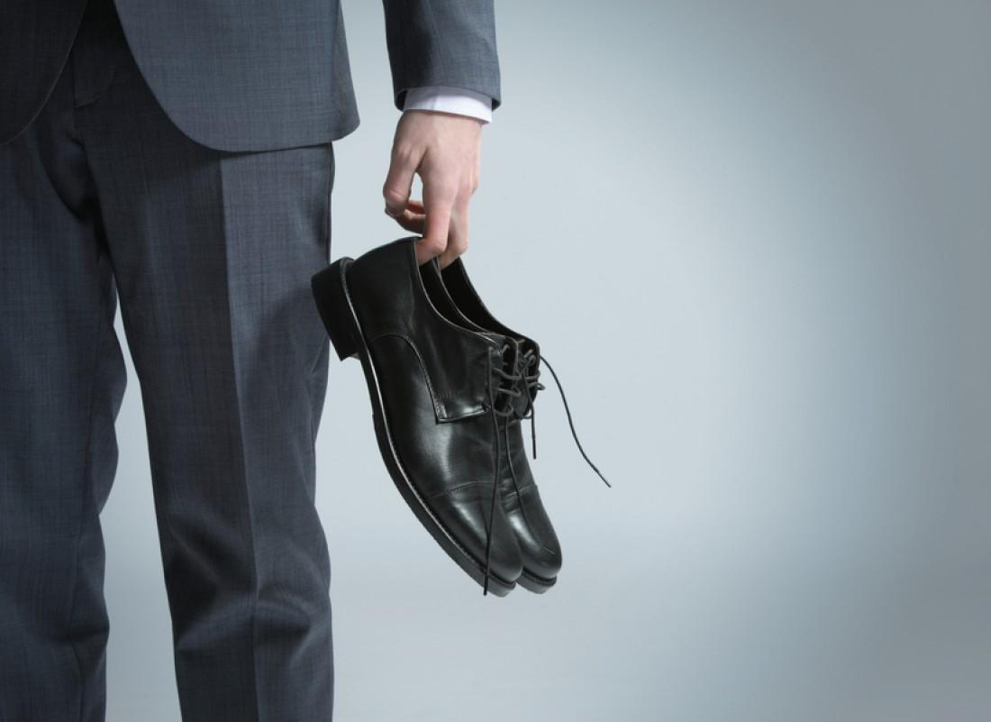 Имей сменные туфли на размер больше. После 16:30 их обувай