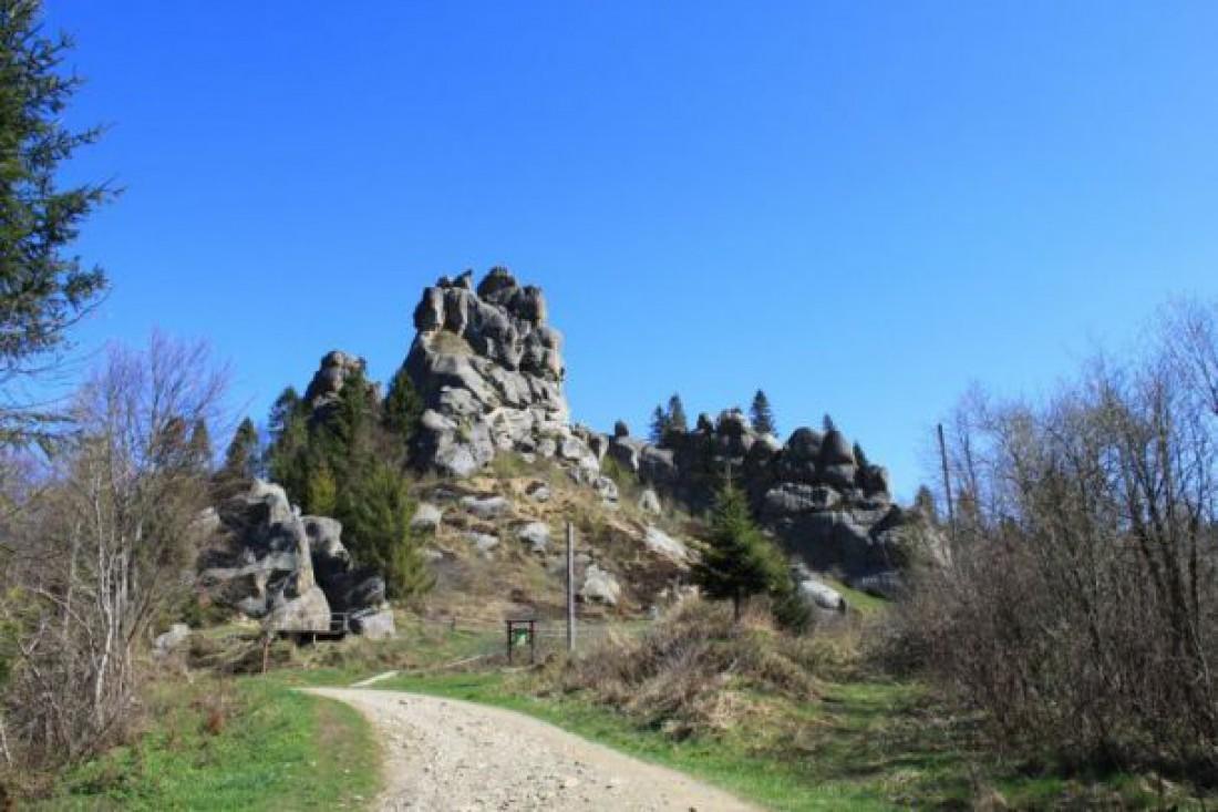 Скала Тустань — одна из самых популярных на Львовщине