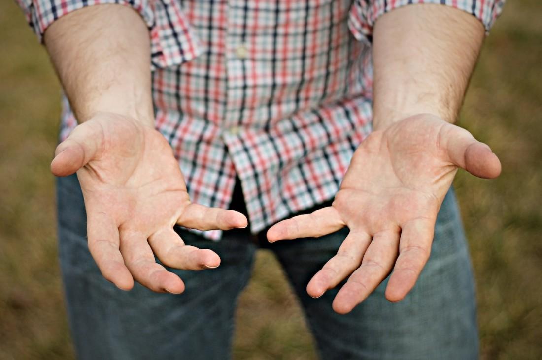 Разносчики заразы — не контактные линзы, а грязные руки