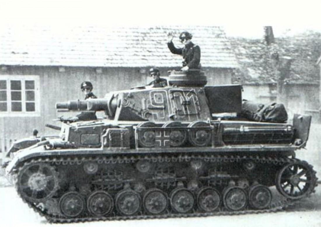 T-IV. Выпускался германским танкостроением всю Вторую мировую