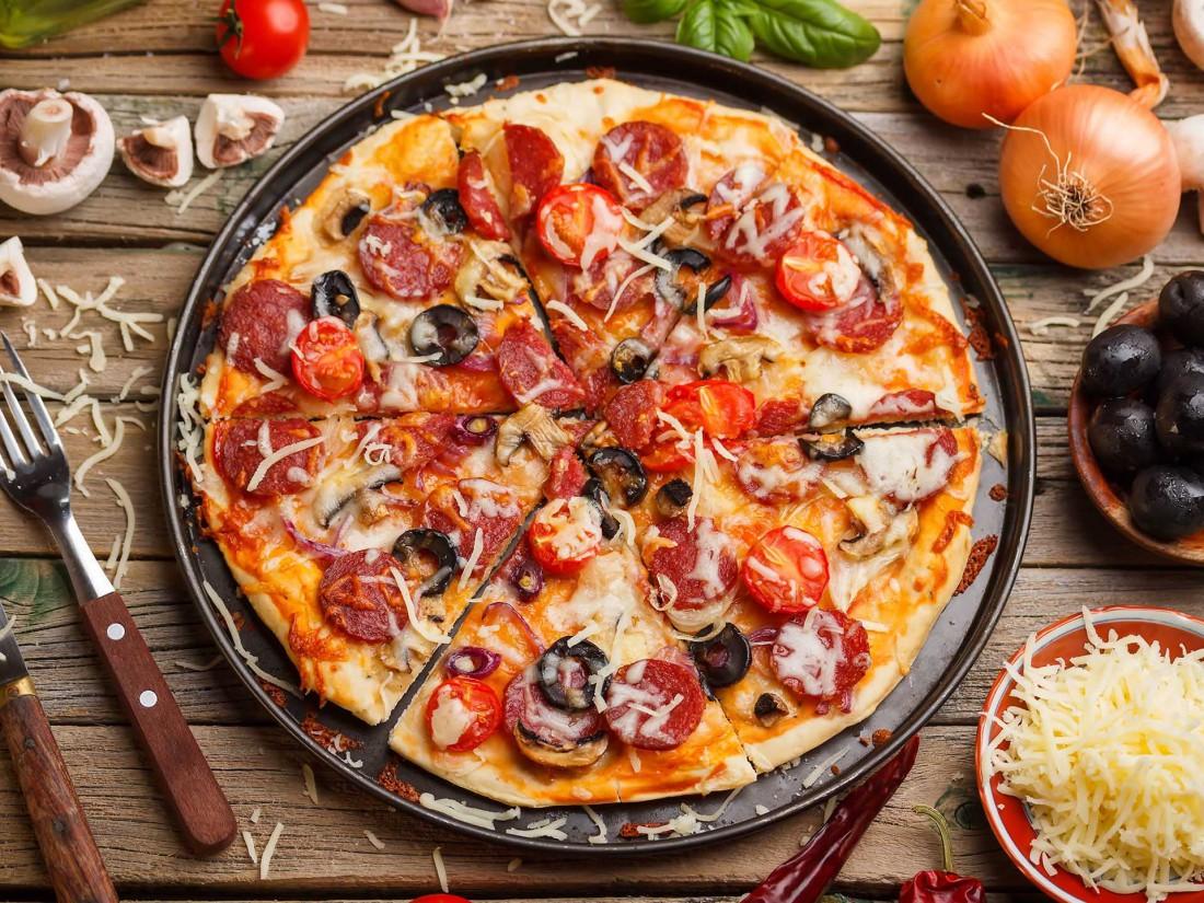 видео пицца а внутри член