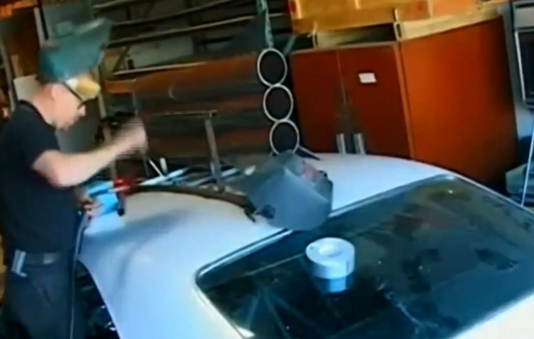 Адам устанавливает любительскую ракету на крыше Chevrolet Impala 1967