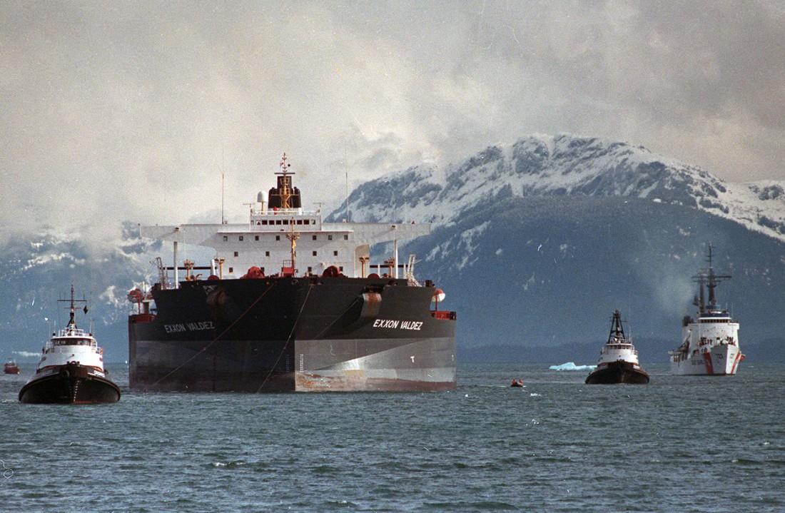 Эксон Вальдез — танкер, который разлил 11 млн галлонов сырой нефти