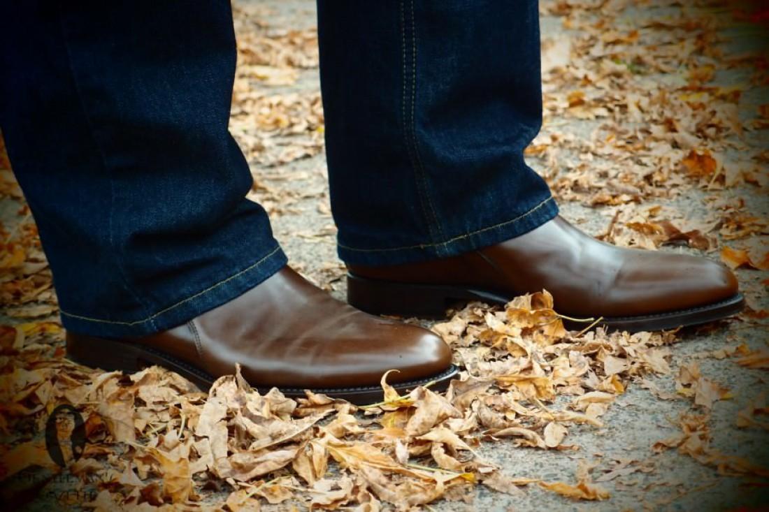 Их можно носить с джинсами, заправляя или не заправляя штанины