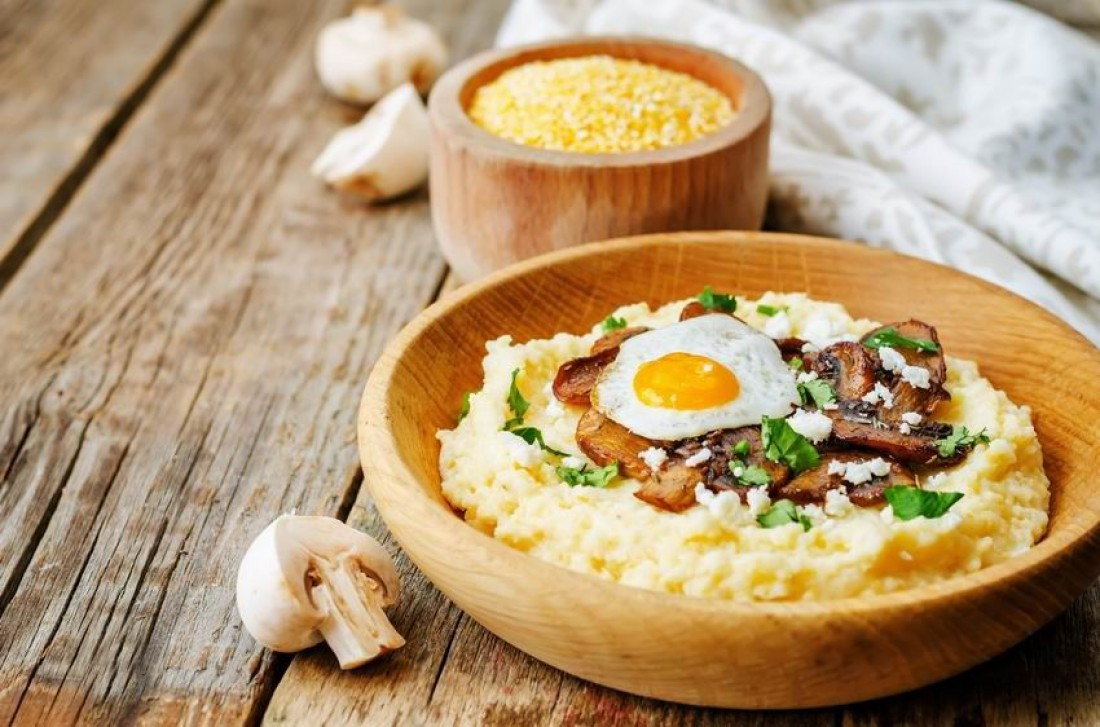 Чтобы каша была вкуснее и полезнее, добавляй в нее грибы и мясо
