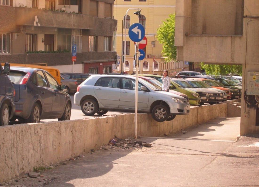 Маститого умельца правильно парковаться всегда можно узнать по его машине