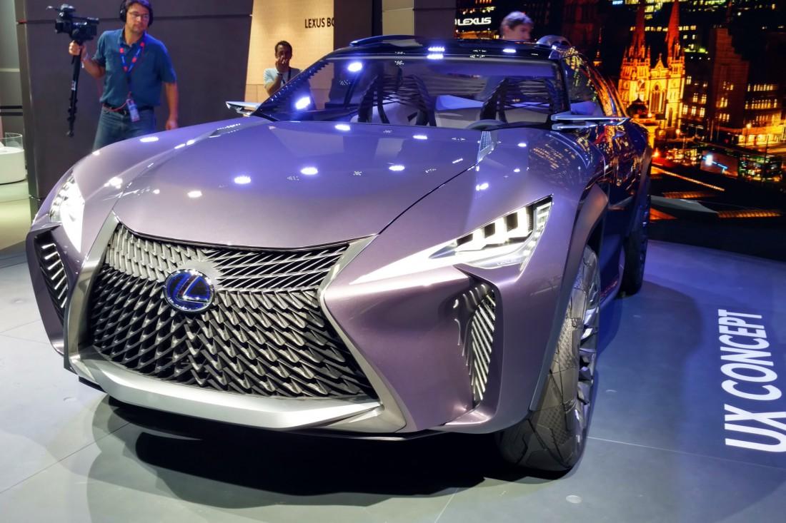 Lexus UX — одна из самых ярких и диких новинок Детройта 2017