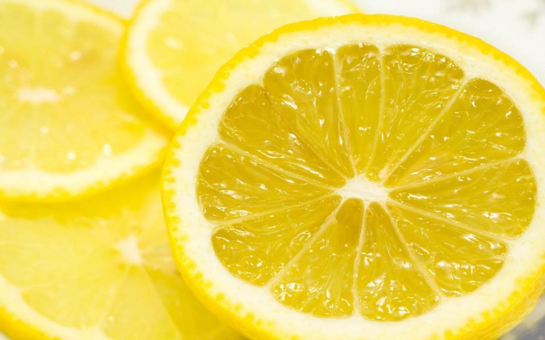 Лимон чистит почки от камней