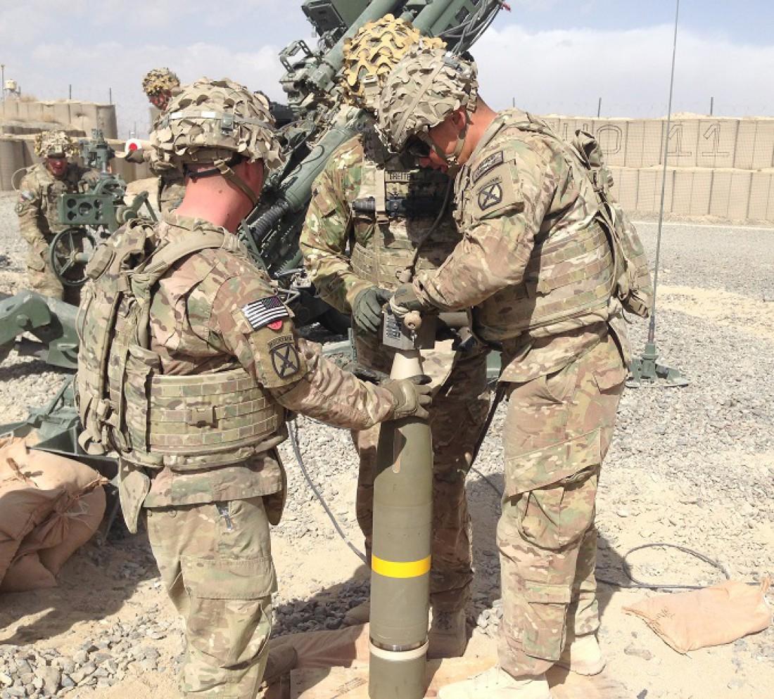 XM982 Excalibur и солдаты