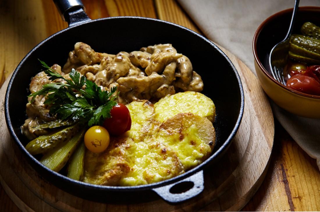 Рагу из курицы с картофелем у французов называется «фрикасе»