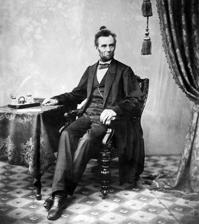 Авраам Линкольн — американский государственный деятель, 16-й президент США и первый от Республиканской партии, освободитель американских рабов, национальный герой американского народа. Входит в список 100 самых изученных личностей в истории