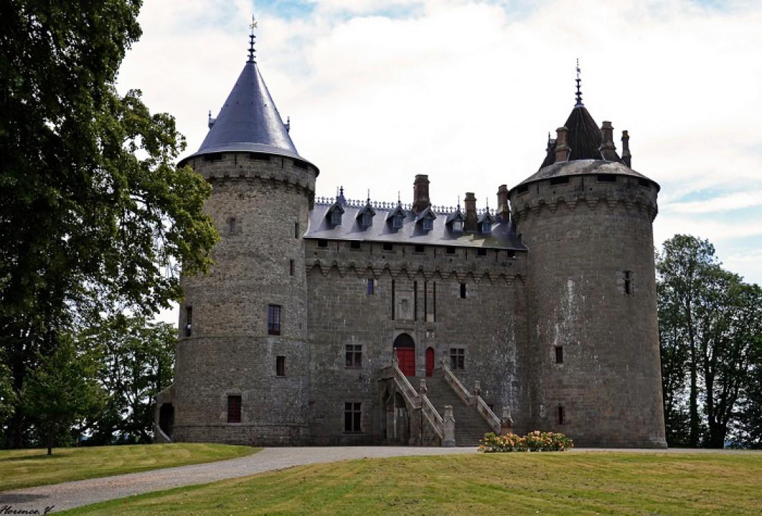 Замок в Шатобриане. Может похвастаться постоянно