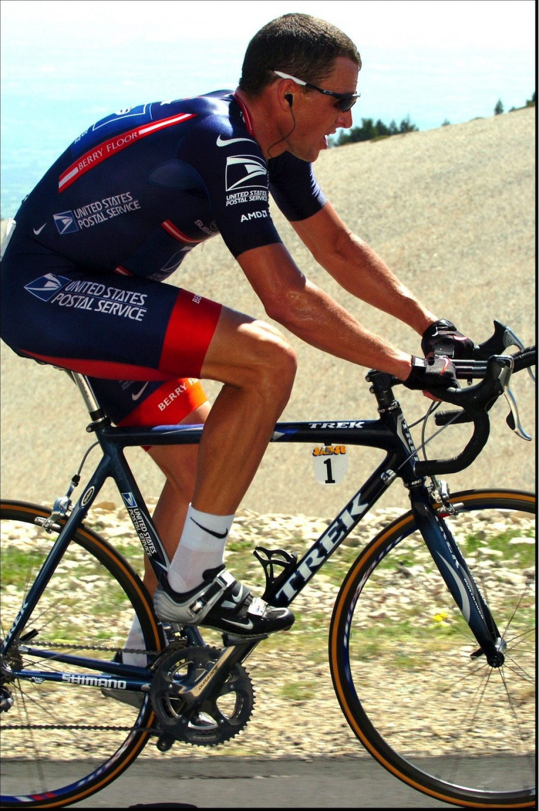 Лэнс Армстронг покоряет Mont Ventoux
