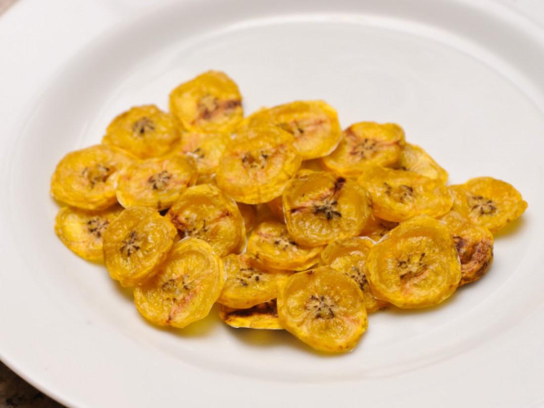 Банановые чипсы. Запекаются долго, съедаются за миг