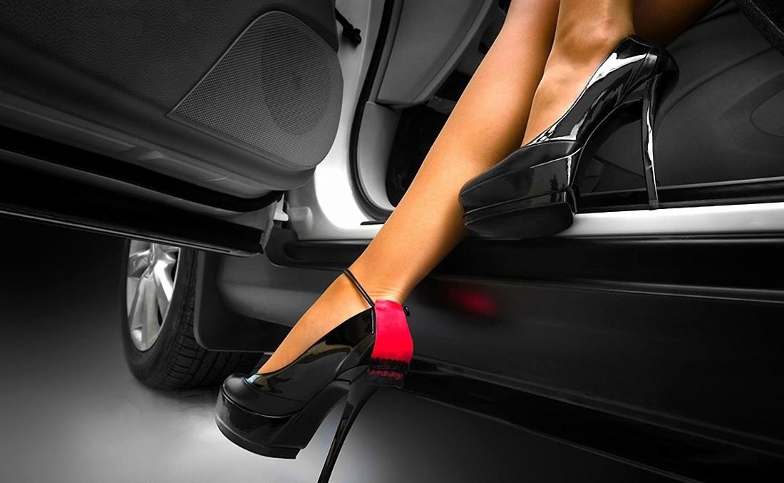 Садись за руль в удобной обуви. И женщина твоя пусть делает то же