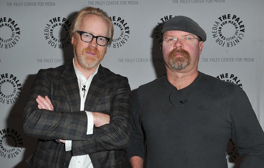 Адам (слева) и Джейми. Разрушили миф про быков и красный цвет