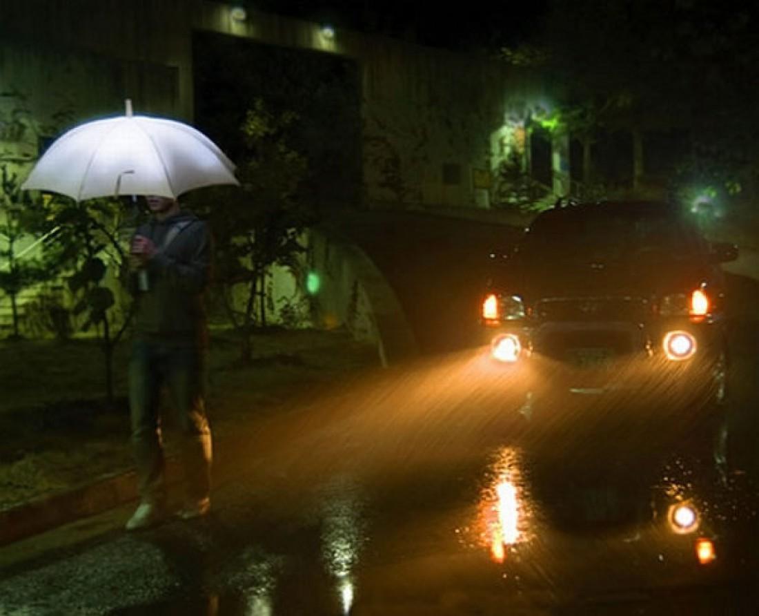 Светящийся зонт. Тебя с таким все узнают