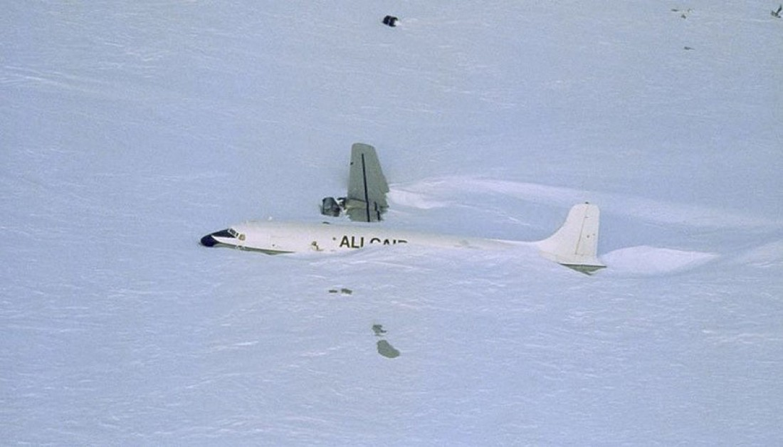 Ледяной аэропорт, Антарктида. Кажется, кого-то замело