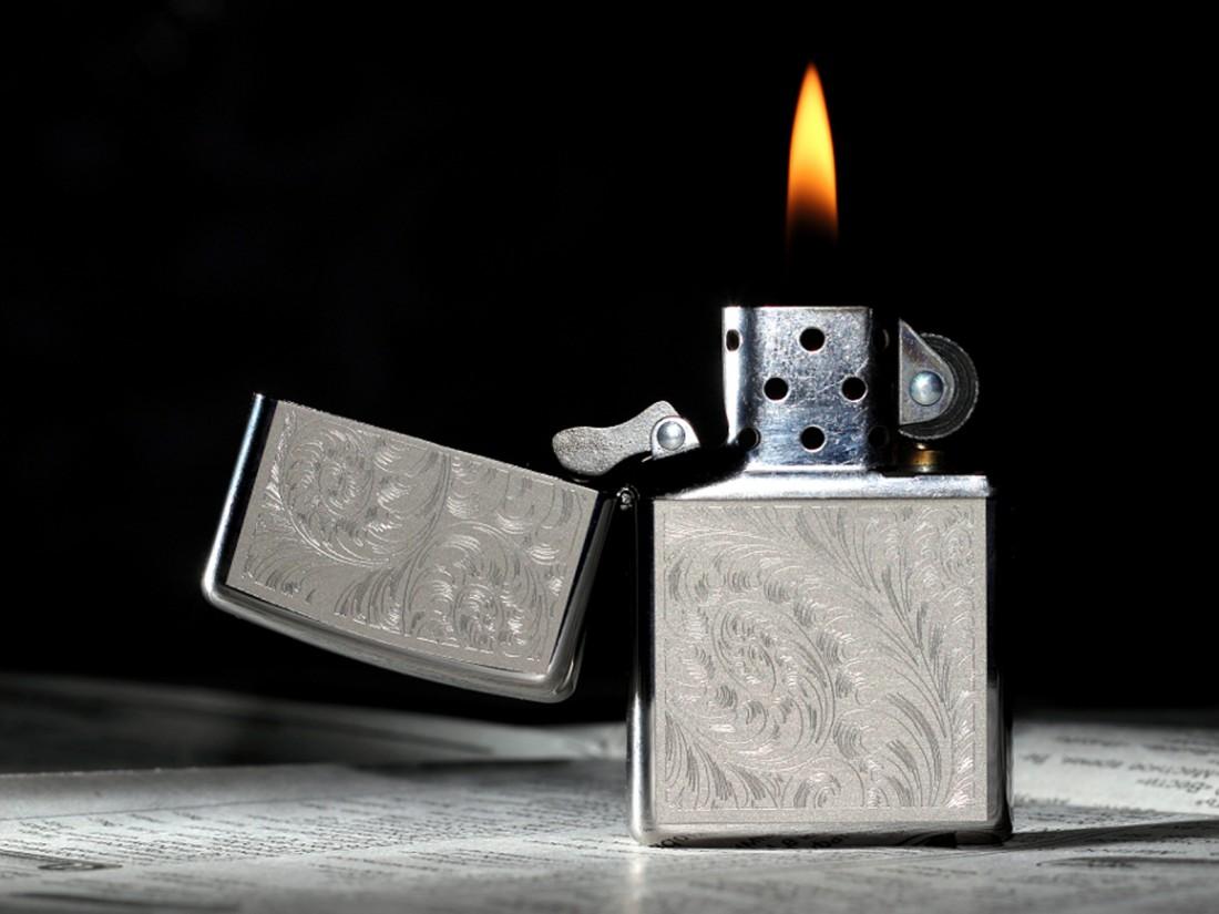 Заточить нож можно и зажигалкой. Главное — чтобы она не была дорогая