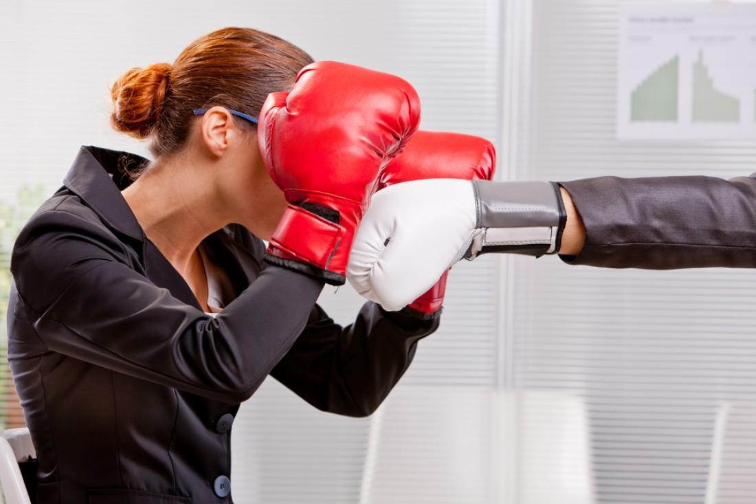 Неплохой способ снять рабочий стресс — подраться с коллегой