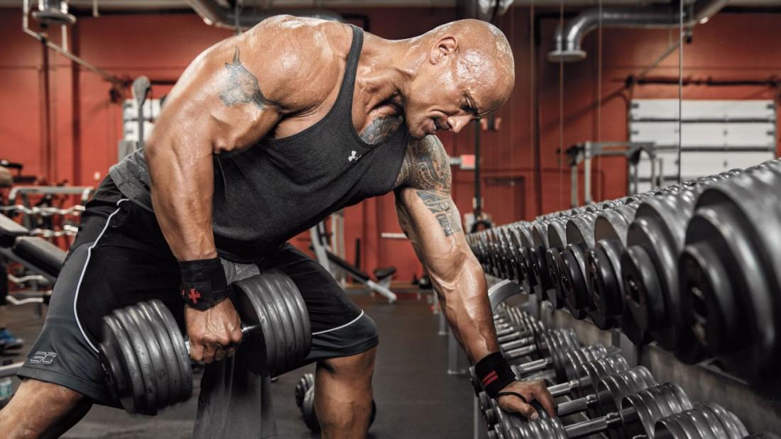 Как накачать спину — выполняй тягу гантели одной рукой