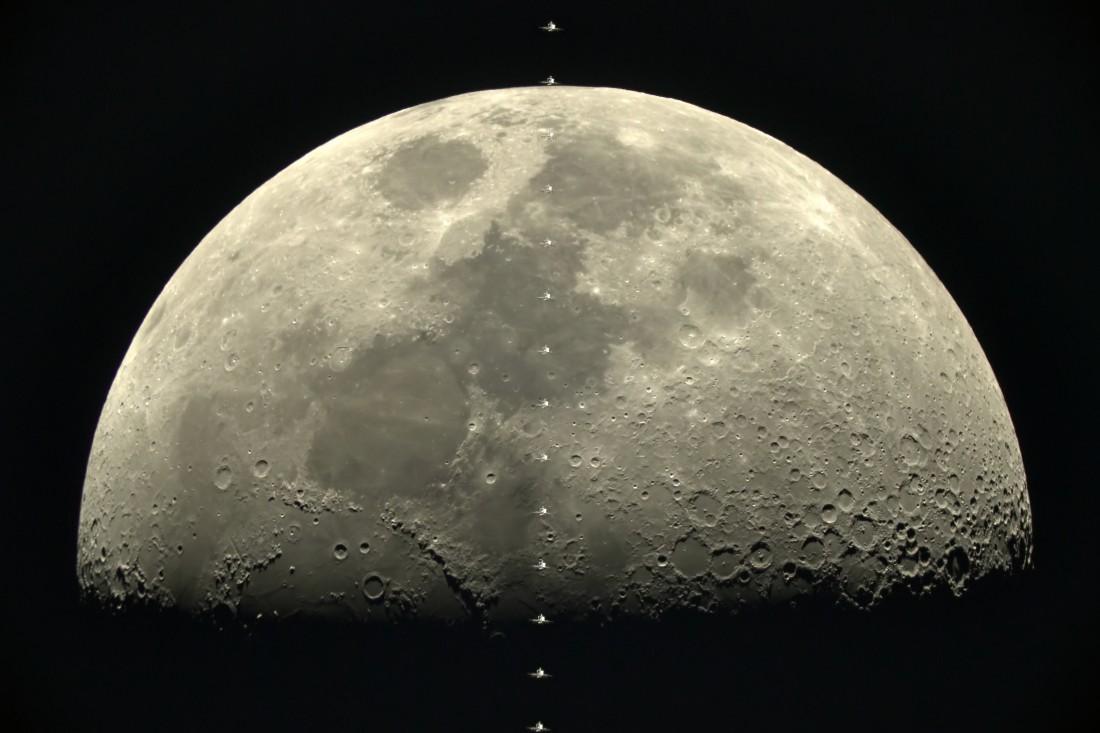 На фото можно детально рассмотреть ландшафт Луны
