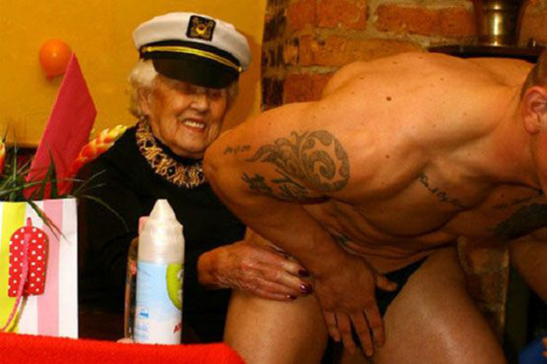 Дорис Деардье на 100-летний юбилей пригласила стриптизера