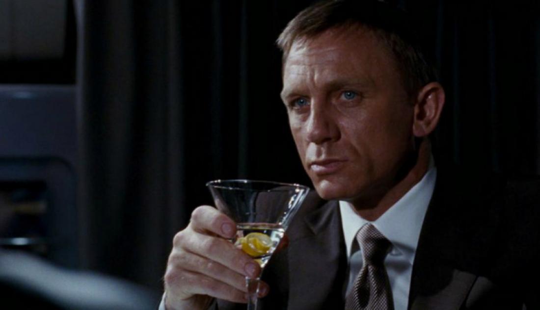 Джеймс Бонд никогда не отказывался от алкоголя