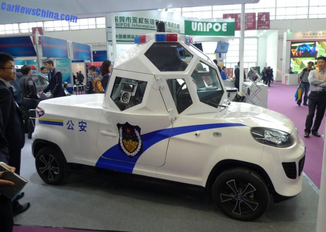 Китайский броневик, построенный для патрулирования улиц