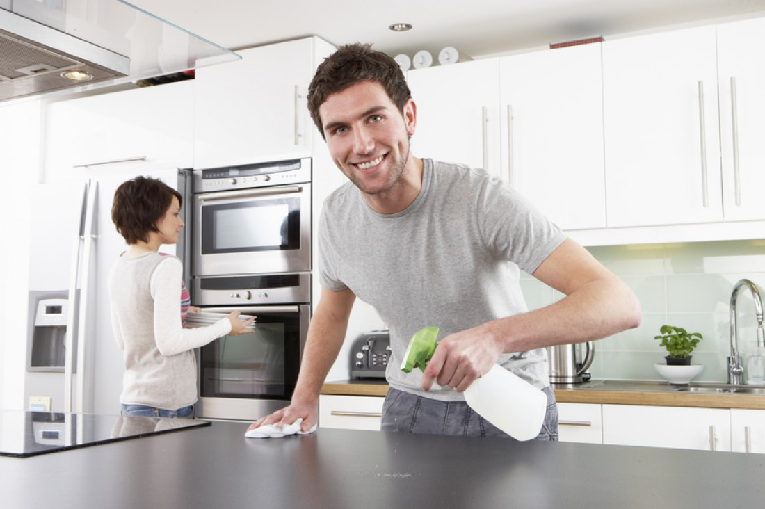 Ни что так благотворно не влияет на мужскую совесть, как уборка квартиры по выходным