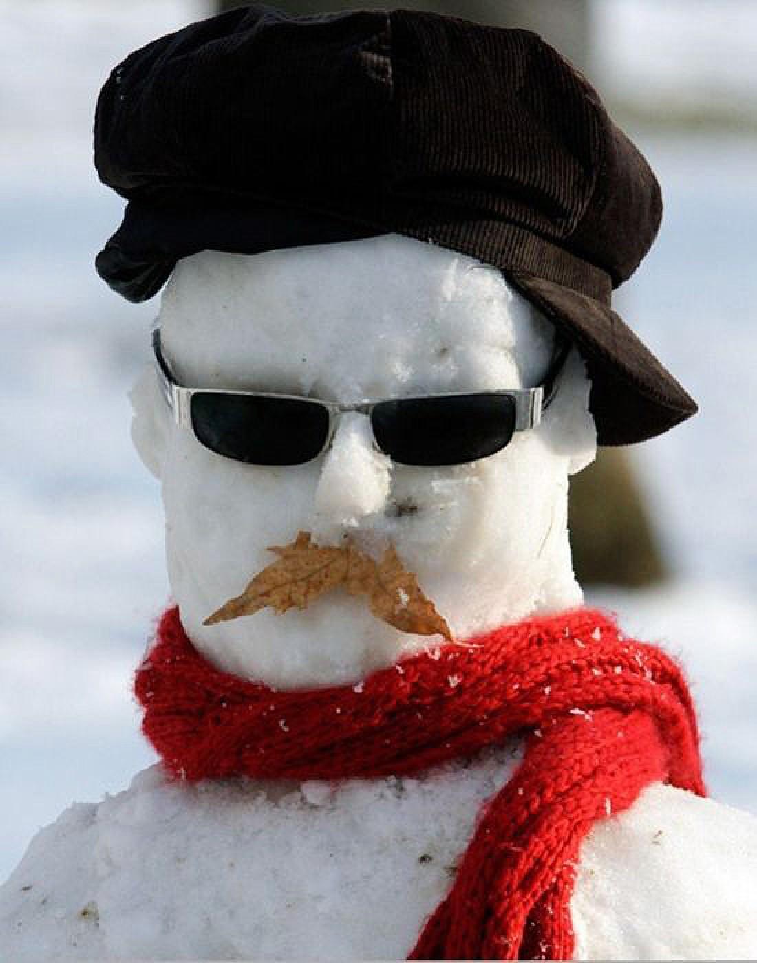 Снеговик Джейми. Принарядили перед его мучительной кончиной