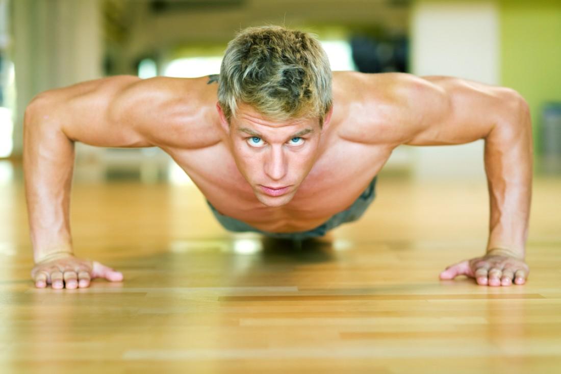 Чем моложе мужчина, тем заметнее потеря в весе и объеме мышц